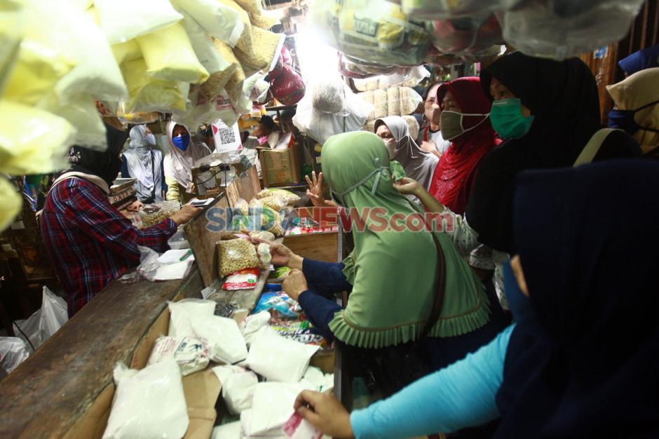 Jelang Lebaran, Pasar Pondok Labu Ramai Pembeli-2