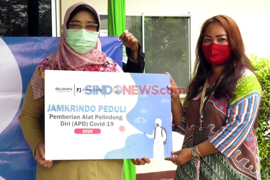 Jamkrindo Serahkan Bantuan APD untuk RSUD Depok-2