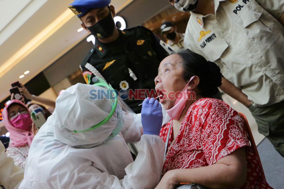 Pengunjung dan Karyawan di Paragon Mall Semarang Jalani Swab Test-2