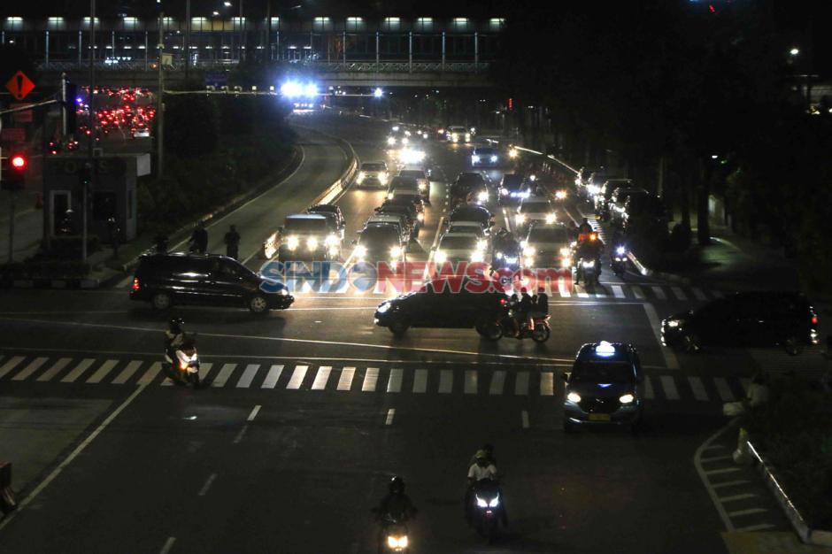 Jalan MH Thamrin Jakarta Ramai di Malam Takbiran-4
