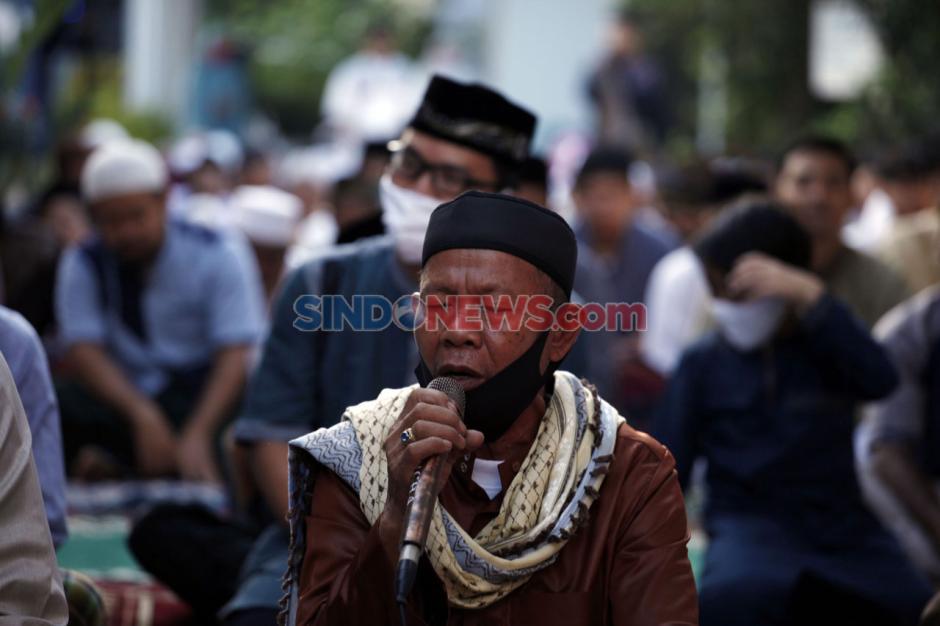 Meski di Dalam Gang, Warga Tetap Menggelar Salat Idul Fitri-4