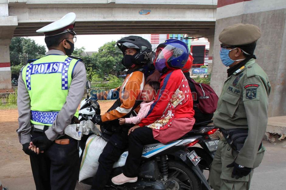 Hendak Masuk Jakarta, Pemudik Dipaksa Putar Balik-7
