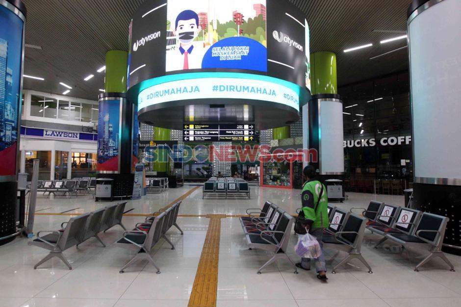 Pembatasan Operasional Transportasi, Stasiun Gambir Masih Lengang-1