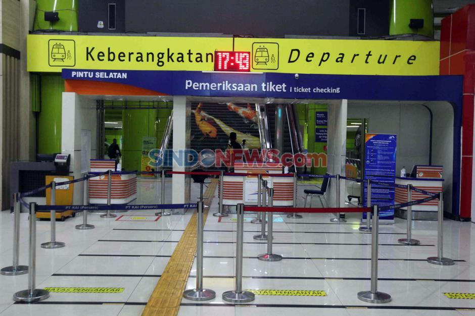 Pembatasan Operasional Transportasi, Stasiun Gambir Masih Lengang-0