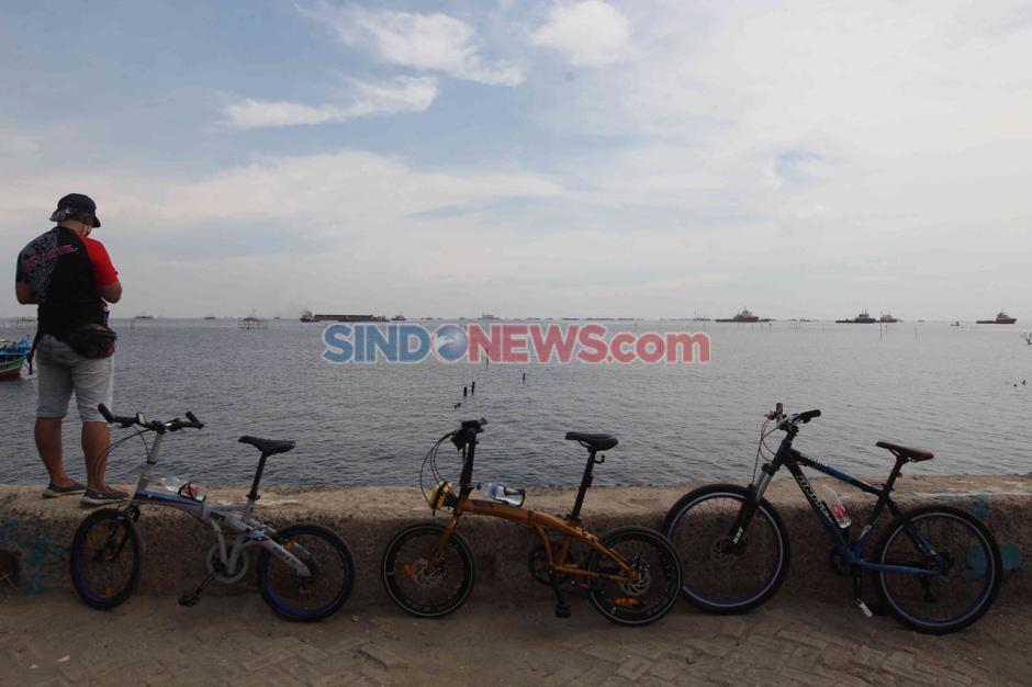 Geliat Warga di Pantai Marunda Saat Pandemi Corona-6