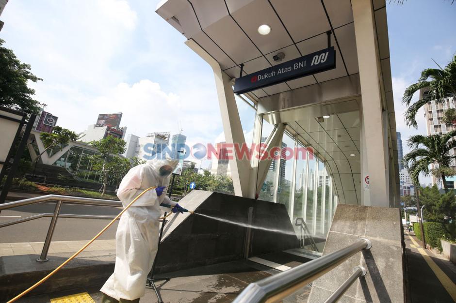 PMI Lakukan Penyemprotan Disinfektan di MH Thamrin dan Sudirman-4