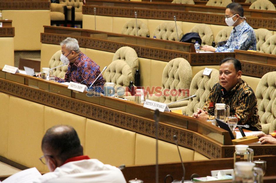 Komisi II, KPU dan Bawaslu Raker Bahas Rasionalisasi Anggaran Pilkada Serentak-5