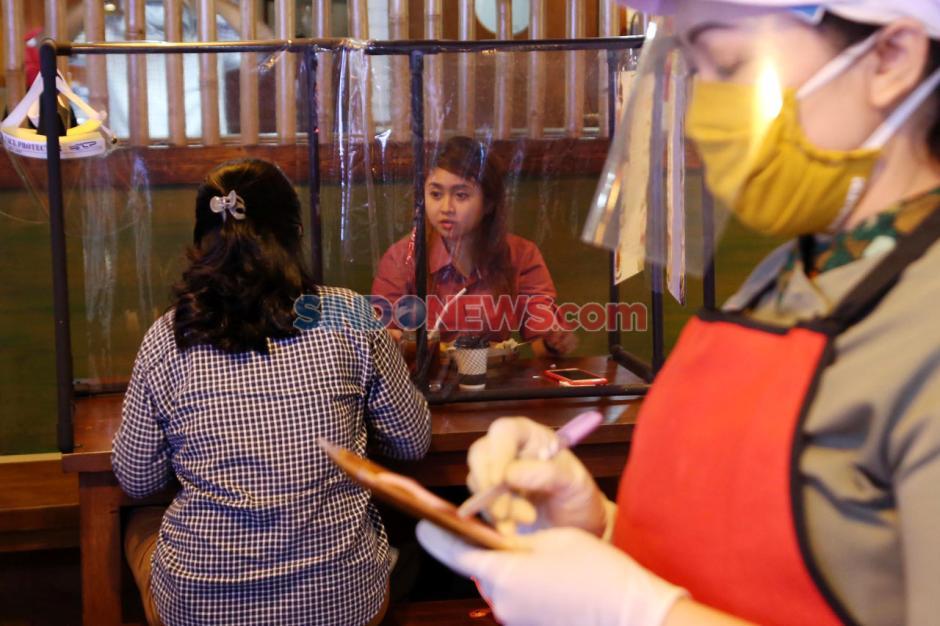 Pastikan Keamanan Pelanggan, Rumah Makan di Plaza Marina Surabaya Pasang Sekat-0