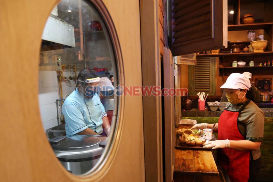 Pastikan Keamanan Pelanggan, Rumah Makan di Plaza Marina Surabaya Pasang Sekat-4