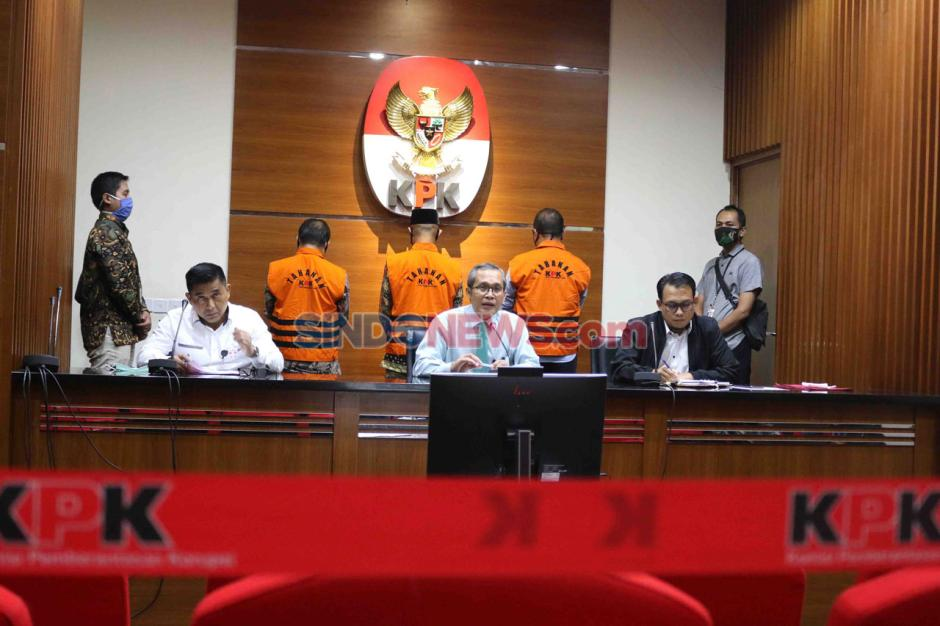KPK Periksa Mantan Ketua DPRD Provinsi Jambi Cornelis Buston-5
