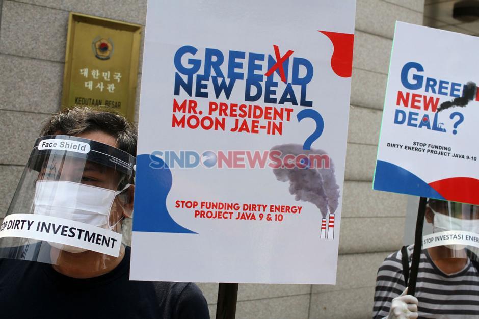 Aksi Aktivis Lingkungan Tolak Mega Proyek PLTU Jawa 9 dan 10-4
