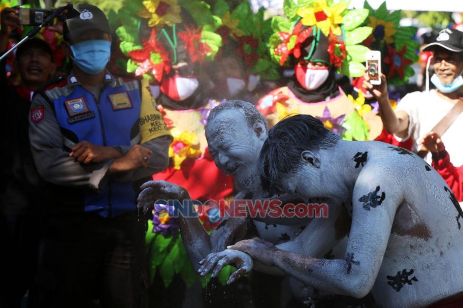 Begini Cara Unik MTC-19 Usir Virus Corona di Kampung Tangguh Surabaya-5