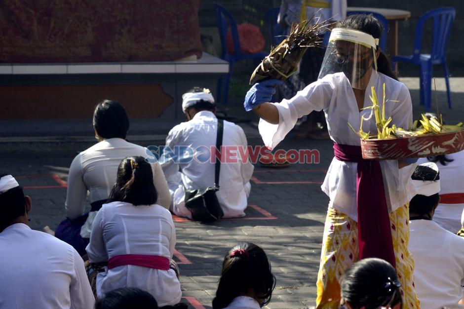 Umat Hindu Peringati Hari Raya Saraswati-0