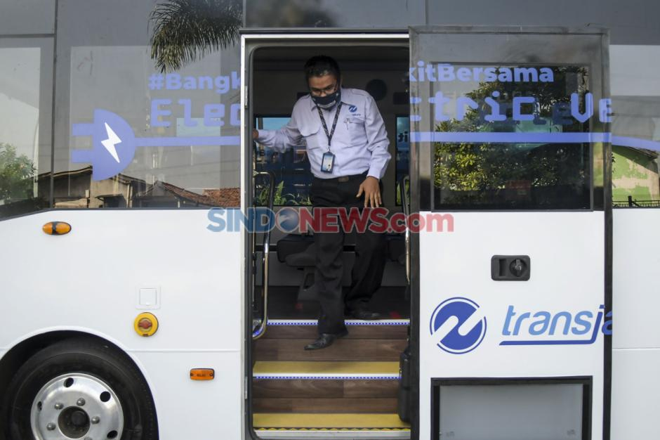 Transjakarta Uji Coba Dua Bus Listrik Rute Balai Kota - Blok M-3