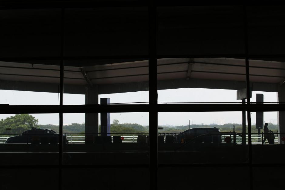 Persyaratan Masih Ketat, Penerbangan di Bandara Internasional Soetta Sepi-6
