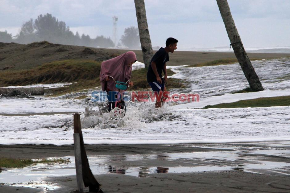 Banjir Rob Rendam Ratusan Rumah di Aceh Barat-0
