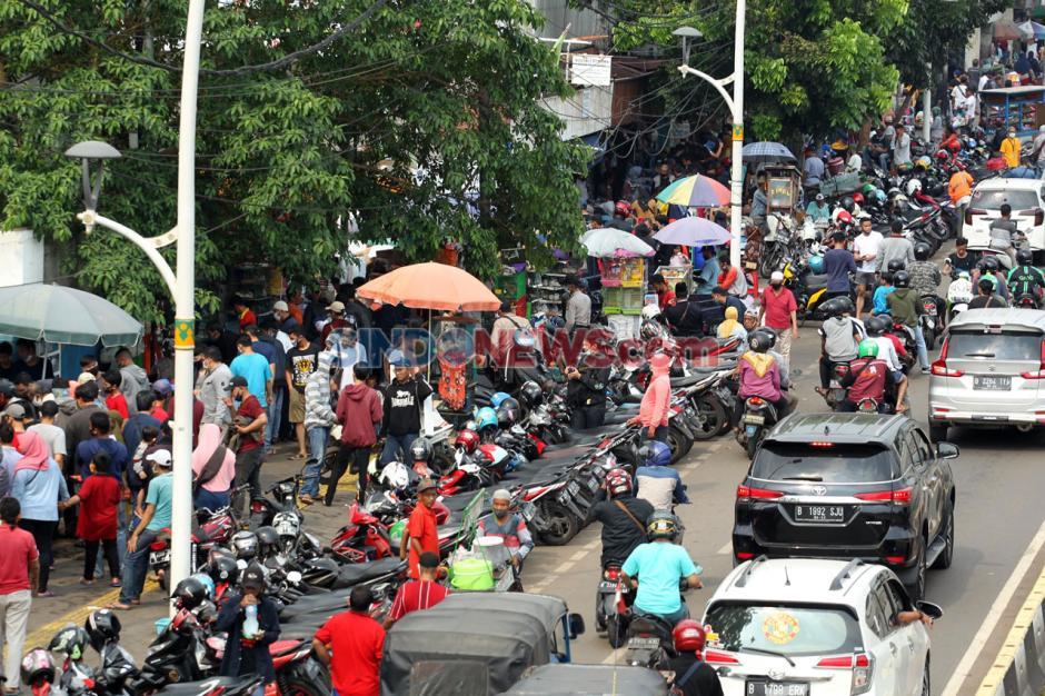 Pasar Hewan Jatinegara Padat, Banyak Warga Abaikan Protokol Kesehatan-3