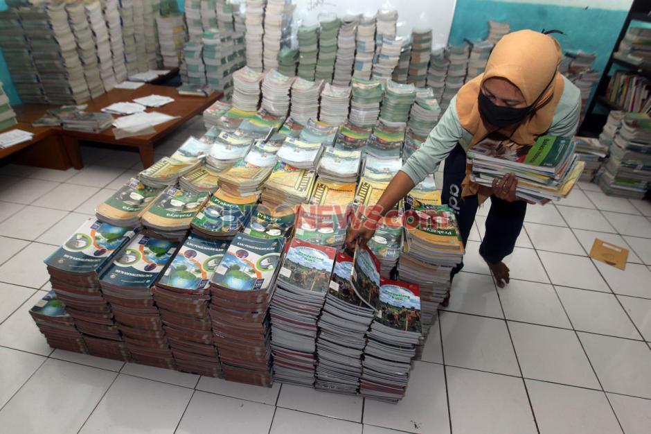 Peminjaman Buku Pelajaran Sekolah Tahun Ajaran Baru di Depok-3