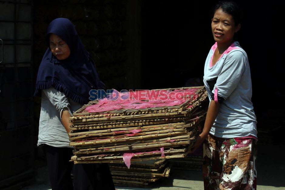 Produksi Kerupuk Merah Bogor Penuhi Pasar Jabodetabek-2