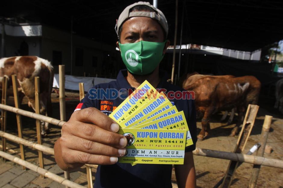 Ramah Lingkungan, Masjid An-Nur BPK V Bagikan 3.500 Paket Daging Kurban Pakai Besek Bambu-6