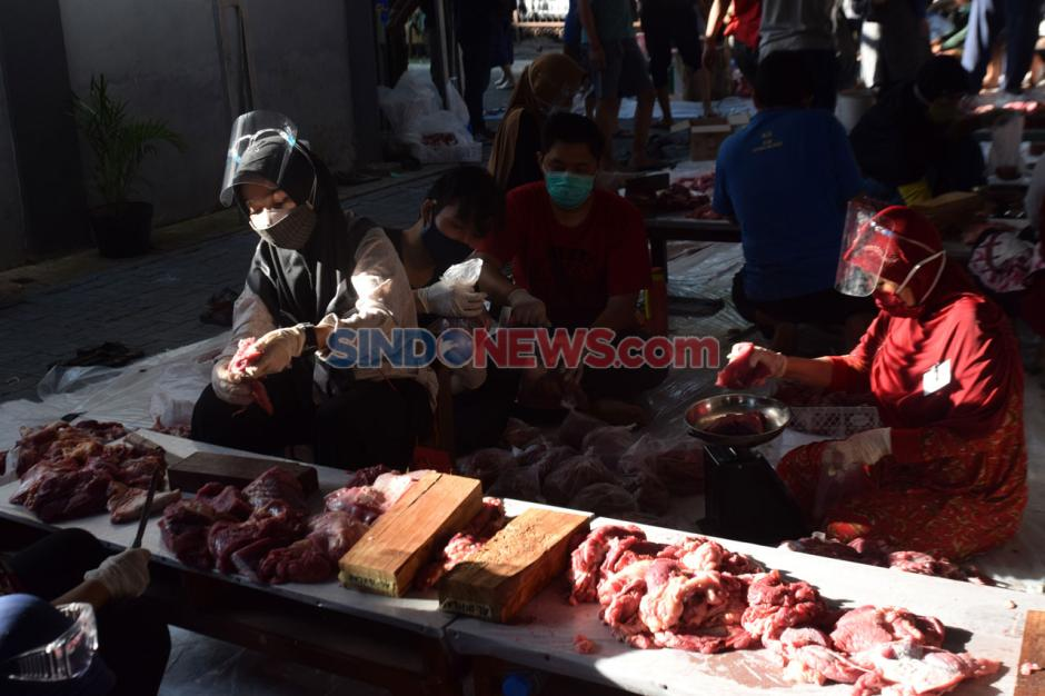 Warga Bulusan Semarang Terapkan Protokol Kesehatan Saat Potong Daging Kurban-0