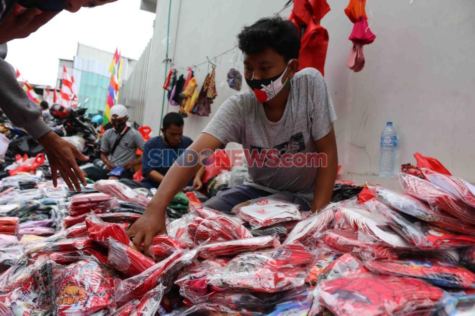 Jelang HUT RI ke-75, Masker Merah Putih di Pasar Asemka Diburu Warga-2
