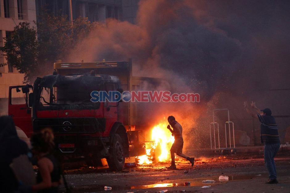 Demo Ricuh Pecah Pasca Ledakan Dahsyat di Beirut Lebanon-3