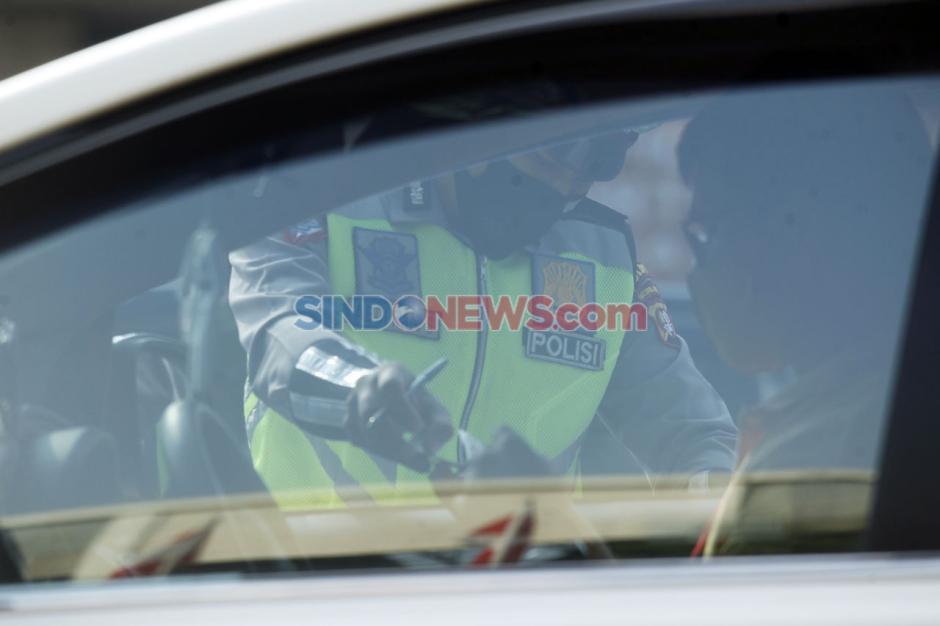 Melanggar Ganjil Genap, Puluhan Mobil Ditilang di Jalan Fatmawati-5