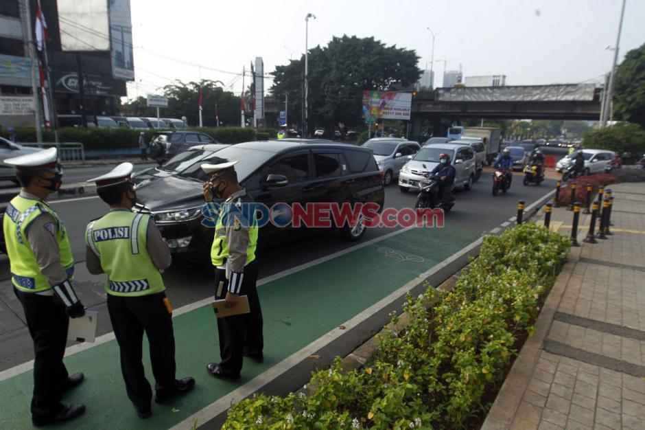 Melanggar Ganjil Genap, Puluhan Mobil Ditilang di Jalan Fatmawati-2