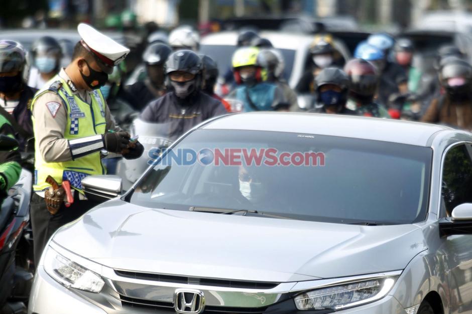 Melanggar Ganjil Genap, Puluhan Mobil Ditilang di Jalan Fatmawati-1