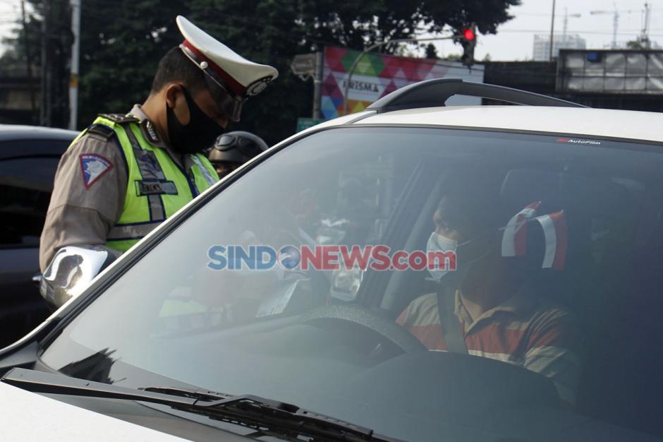 Melanggar Ganjil Genap, Puluhan Mobil Ditilang di Jalan Fatmawati-0
