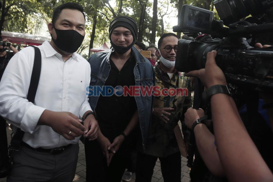 Musisi Anji Jalani Pemeriksaan di Polda Metro Jaya Terkait Dugaan Penyebaran Hoaks-2