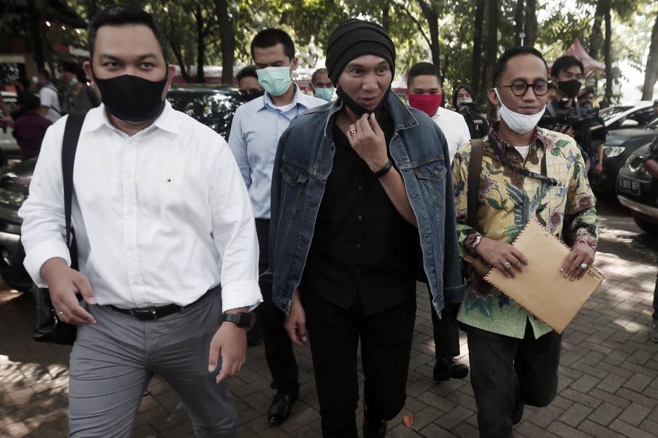 Musisi Anji Jalani Pemeriksaan di Polda Metro Jaya Terkait Dugaan Penyebaran Hoaks-1