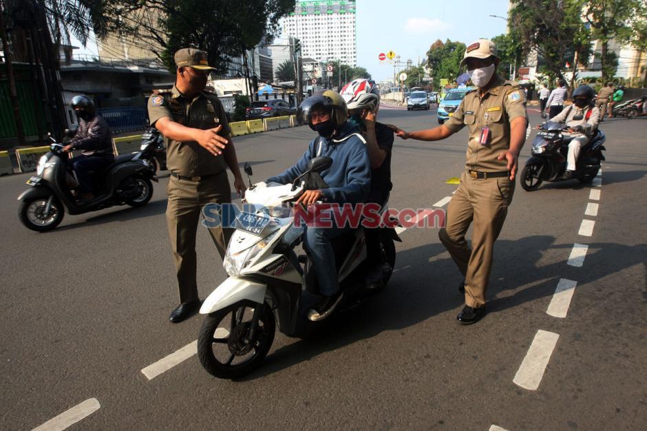 Angka Corona di Jakarta Masih Tinggi, Sat Pol PP Gelar Razia Masker-0