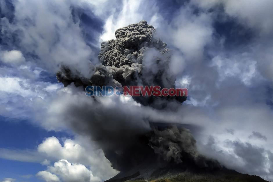 Gunung Sinabung Kembali Meletus dengan Ketinggian Abu 5.000 Meter-3