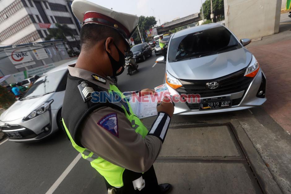 Puluhan Mobil Terjaring Razia Ganjil Genap di Jalan TB Simatupang-1