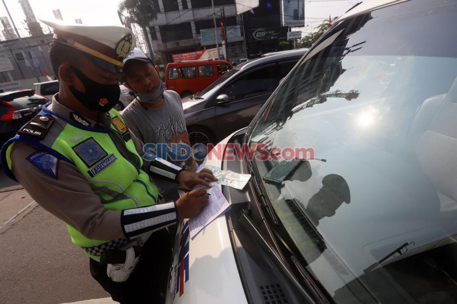 Puluhan Mobil Terjaring Razia Ganjil Genap di Jalan TB Simatupang-2