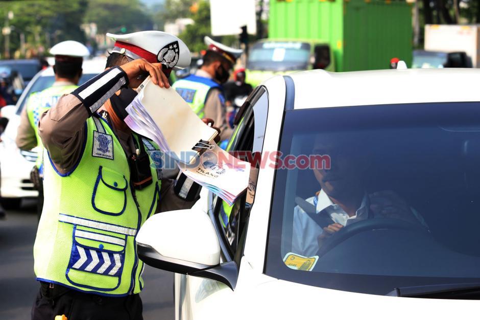 Puluhan Mobil Terjaring Razia Ganjil Genap di Jalan TB Simatupang-4