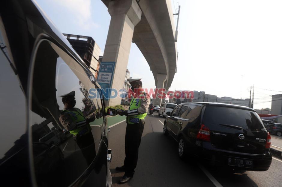 Puluhan Mobil Terjaring Razia Ganjil Genap di Jalan TB Simatupang-0
