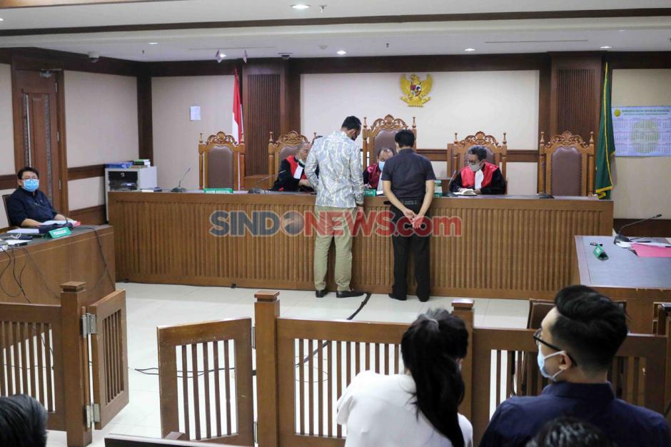 Terpidana Lucas Jalani Sidang PK Kasus Perintangan Penyidikan Perkara Eddy Sindoro-1