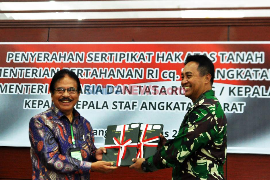 KSAD Terima Sertifikat Hak Atas Tanah TNI-AD-4