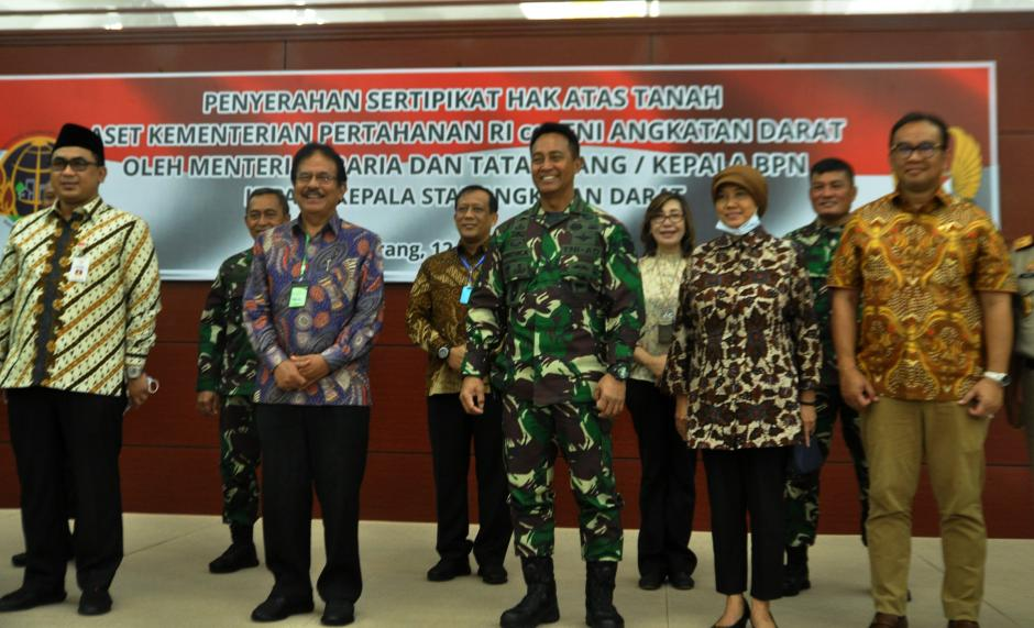 KSAD Terima Sertifikat Hak Atas Tanah TNI-AD-3