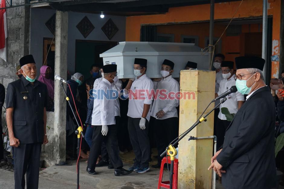 Jenazah Anggota KPU Yakuhimo Hendry Jovinski Dimakamkan di Yogyakarta-0