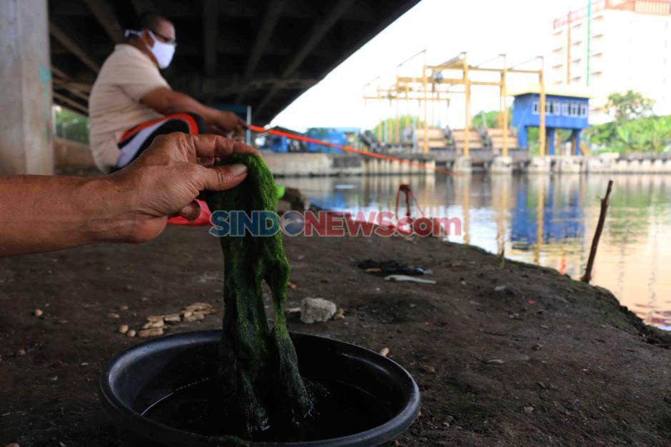 Mancing di Kali Ancol, Warga Jakarta Mengisi Hari di Tengah Pandemi-2