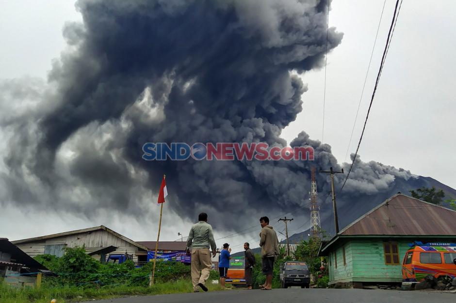 Gunung Sinabung Terus Semburkan Material Vulkanik-0