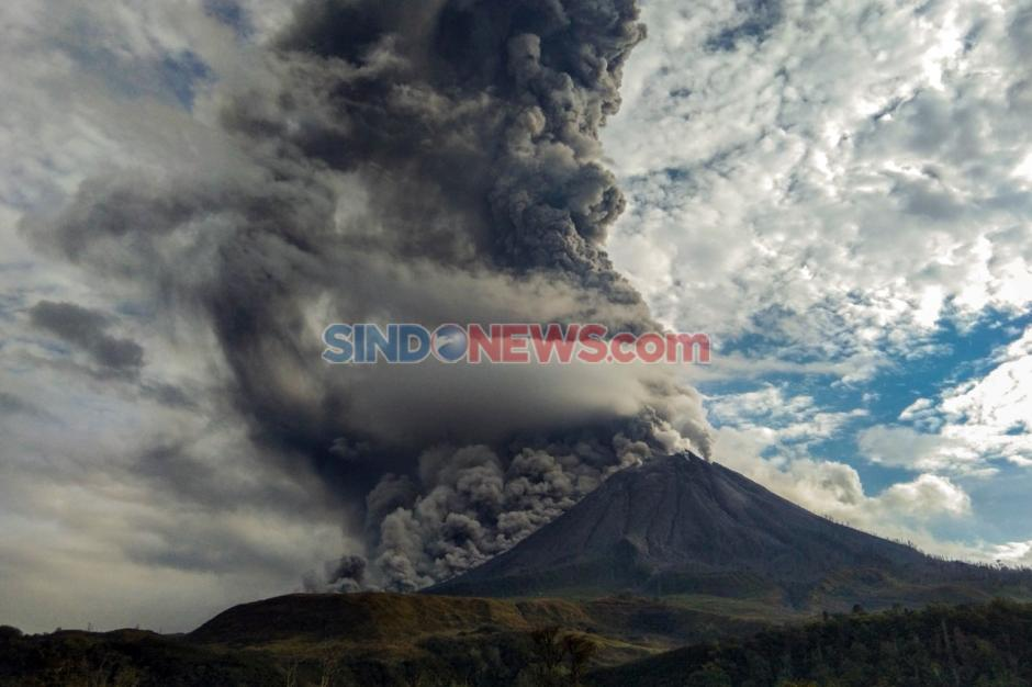 Gunung Sinabung Terus Semburkan Material Vulkanik-3