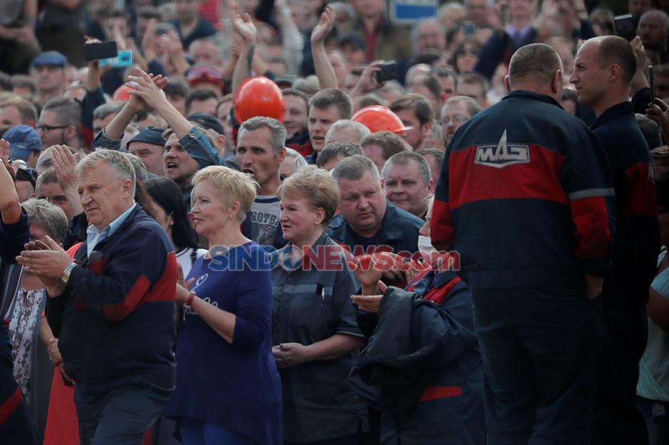 Ratusan Warga Demo Tolak Hasil Pemilihan Presiden Belarusia-3