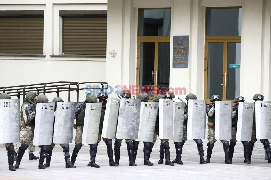 Ratusan Warga Demo Tolak Hasil Pemilihan Presiden Belarusia-5