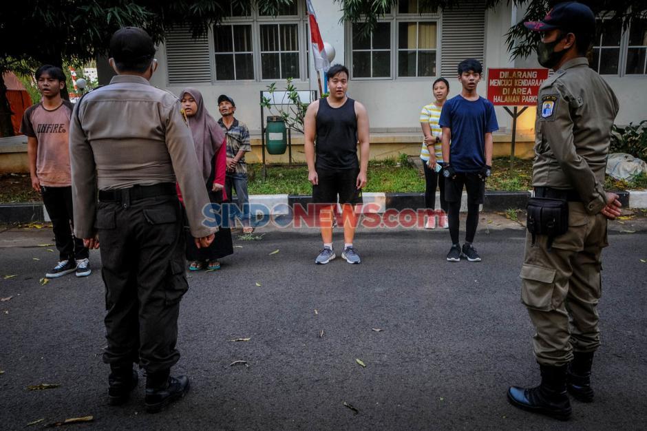 Puluhan Warga Terjaring Razia Masker di Alun-alun Rangkasbitung-1