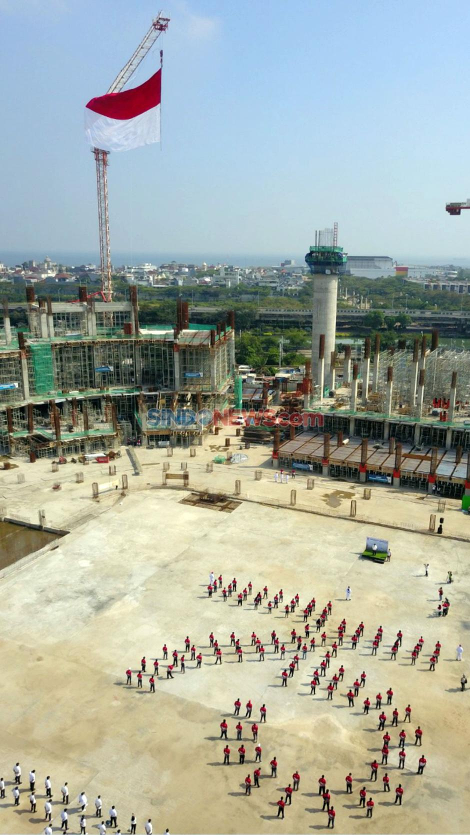 WEGE Kibarkan Bendera Raksasa di Proyek Jakarta International Stadium-3
